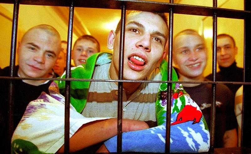 Тяжелые 90-е до сих пор «бьют» по российским детям