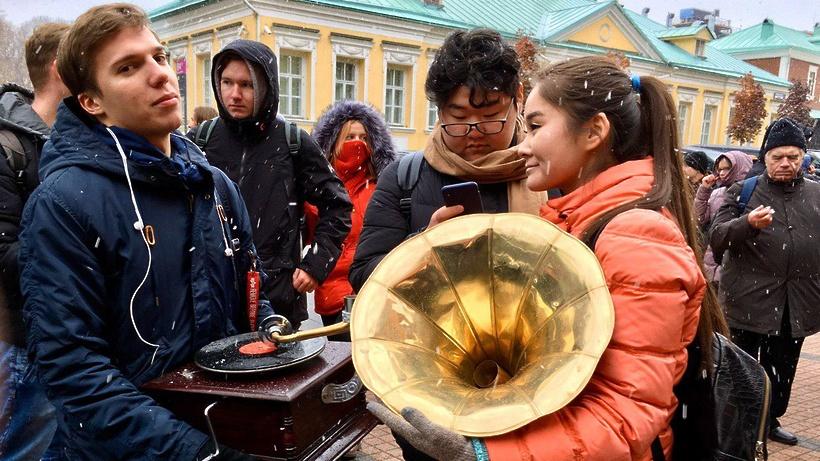 Колонка «Яндекса» за граммофон: чем москвичи жертвуют ради «Станции Мини»