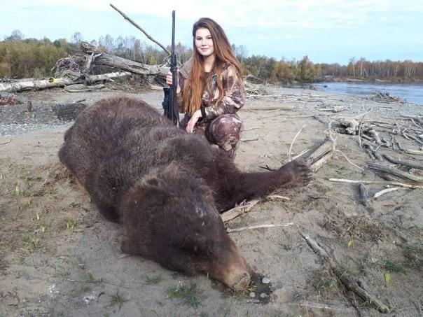 Медведя остановит, в горящую избу войдет: охотница из России возмутила пользователей соцсетей