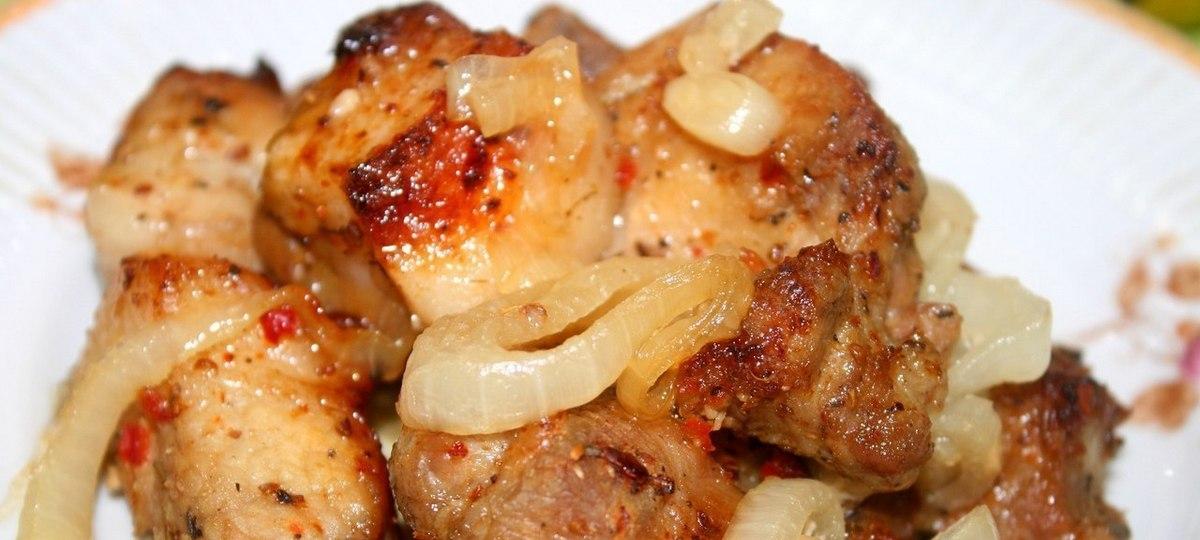 Шашлык в духовке на луковой подушке - нереально вкусное блюдо