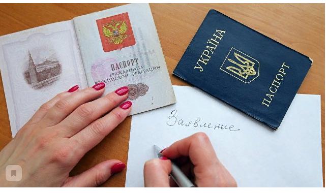 Зеленский решил бороться с выдачей российских паспортов в Крыму