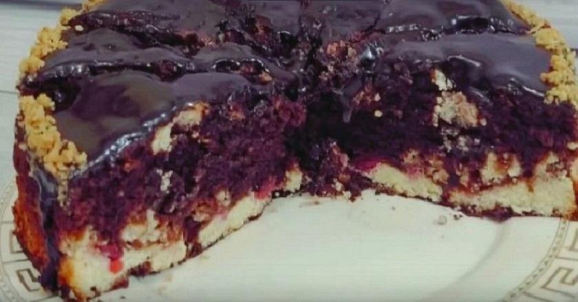 Шоколадный пирог с творогом и вишней: буквально тает во рту