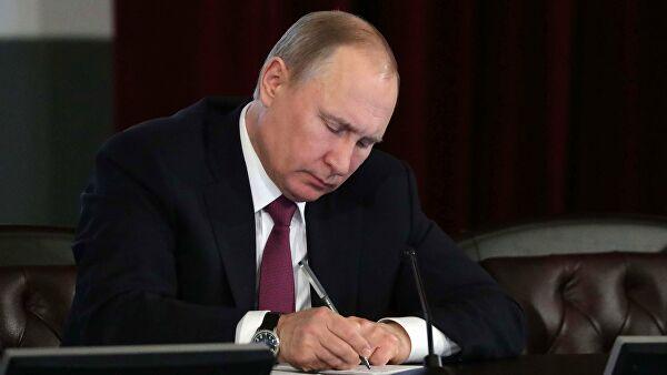 Путин подписал указ о ранжировании размера выплат на детей от 3 до 7 лет Лента новостей
