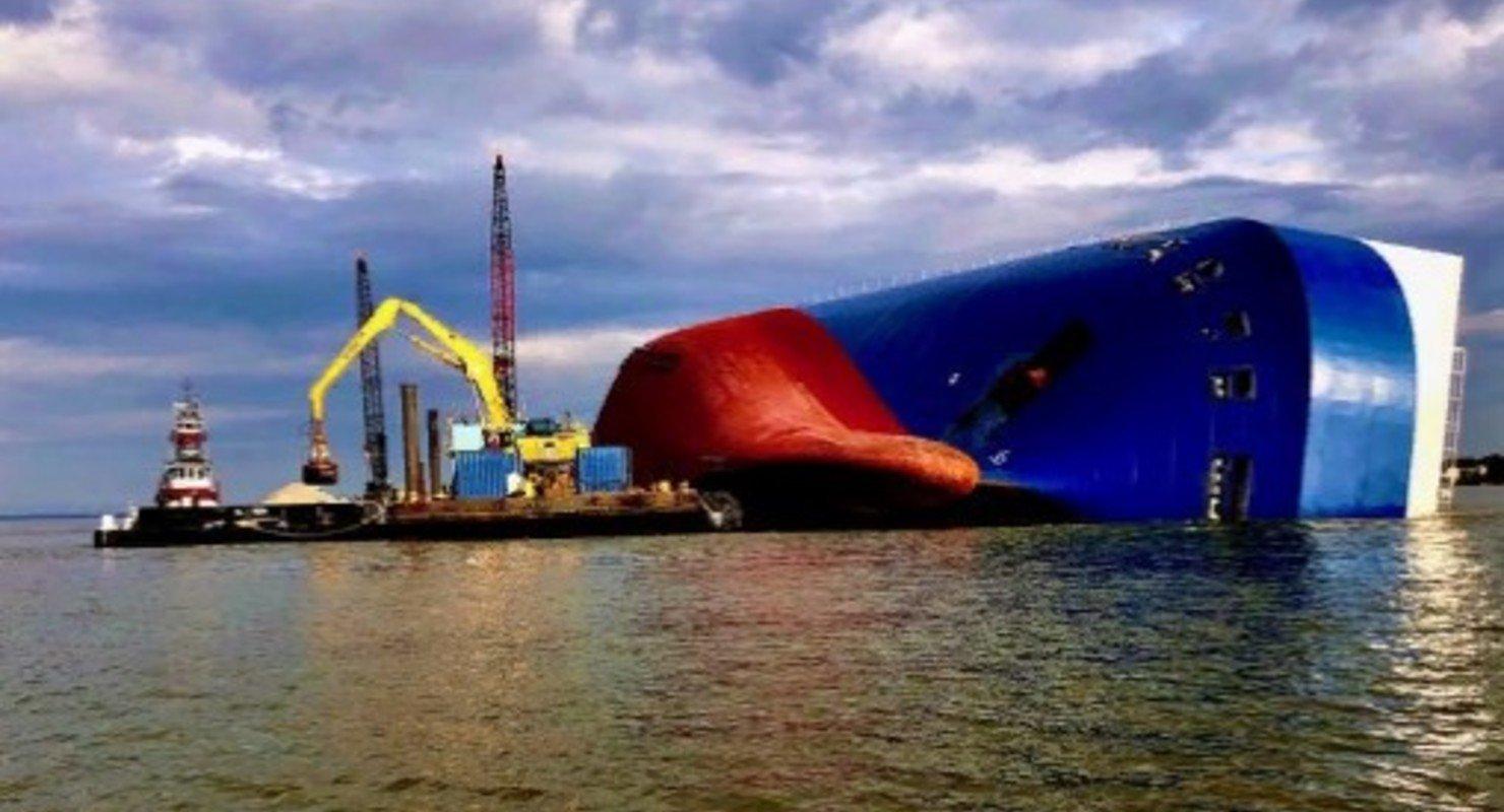 Затонувшее судно с тысячами Kia и Hyundai пилят пятый месяц Автограмота