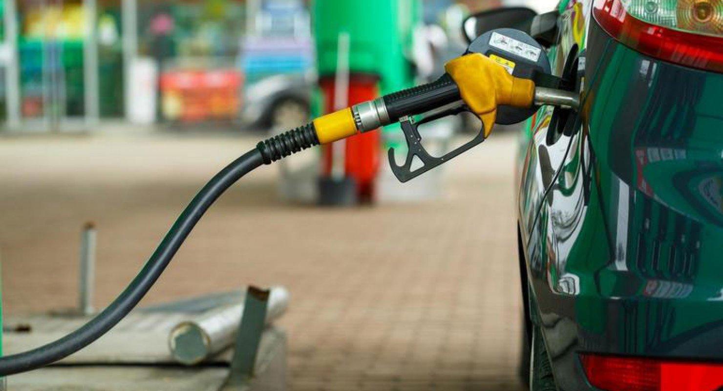 Водителям рассказали, как распознать качественное топливо на автозаправках Автомобили