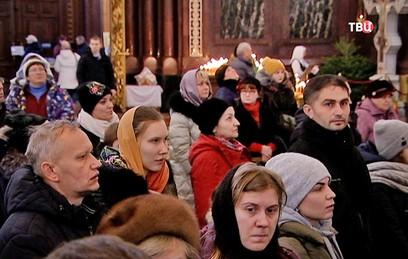 Православные верующие отмечают Сочельник