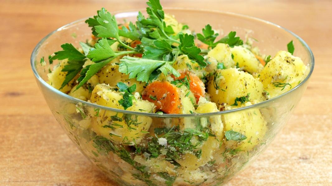 Печёный картофель в рукаве - видео рецепт