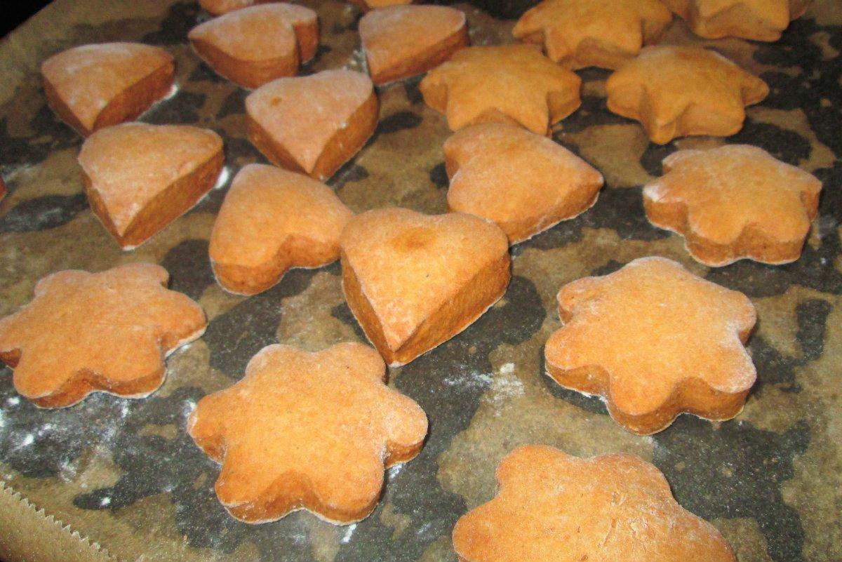 Мягкие имбирные пряники на карамели сладкая выпечка