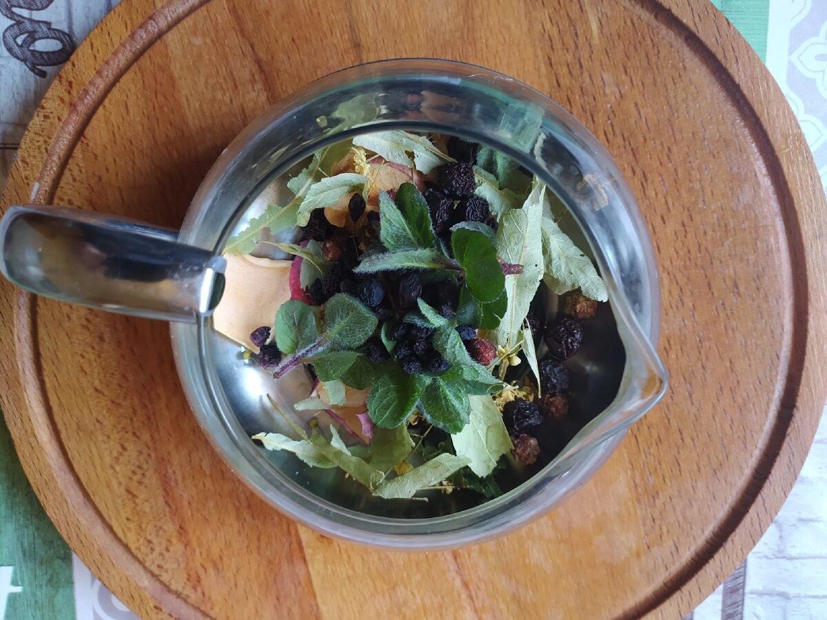 Фото автора. Бабушка пила только калмыцкий чай, но и чай с травами и сушеными фруктами.
