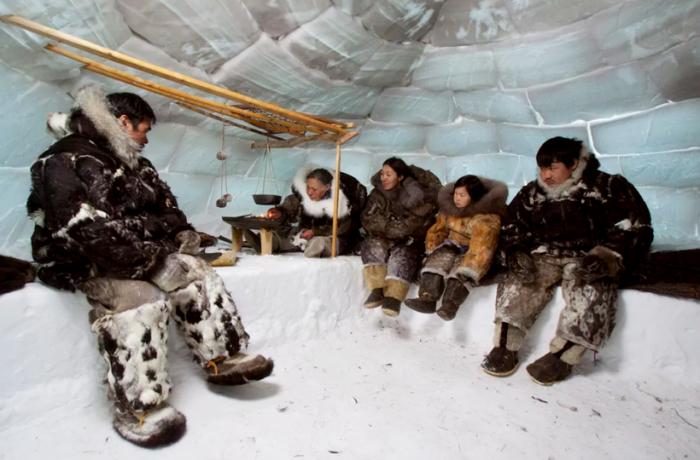 Традиционный интерьер эскимосского иглу.   Фото: travelask.ru.