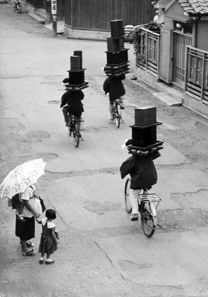 24. Доставщики еды в Японии, 1959 год жизнь, исторические фото, история, прошлое, фото