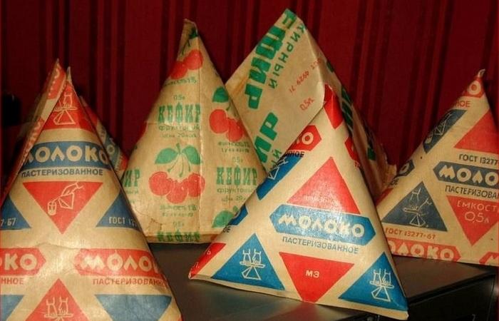 Почему в Советском Союзе молоко было в пирамидках и стеклянных бутылках, а вся еда в бумаге