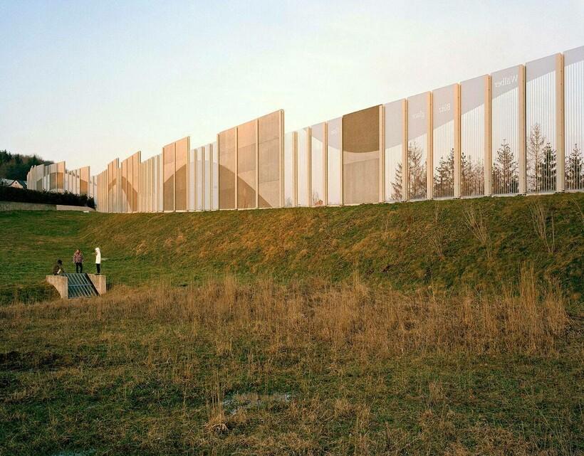 Почему вокруг домов Швейцарии возводят многометровые стены где и как,городская среда,кто,реомнт и строительство