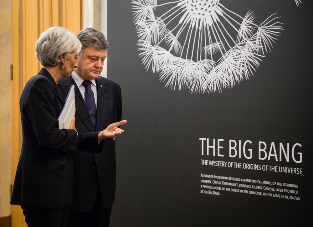"""МВФ """"ломает"""" Украину и выдавливает её с Донбасса"""