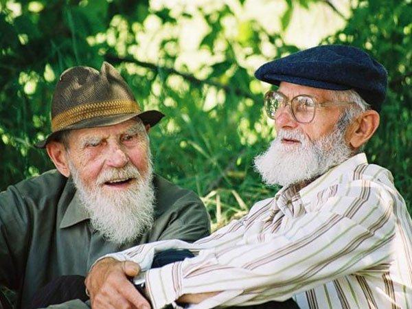 Старики-тимуровцы....