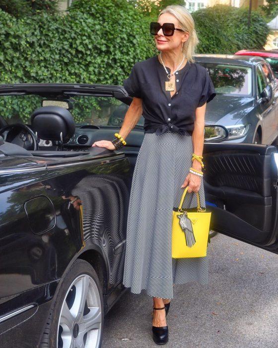 5 способов носить сумку женщине за50, чтобы выглядеть дорого