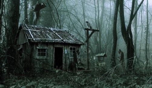Немного о жизни в доме с привидениями