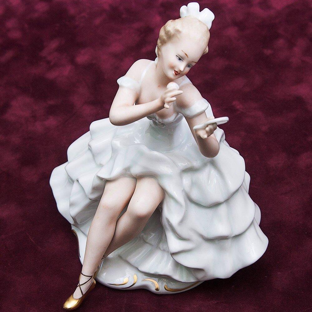 Подруга отдала сестре фарфоровую статуэтку бабушки, а через месяц увидела такую же в комиссионке