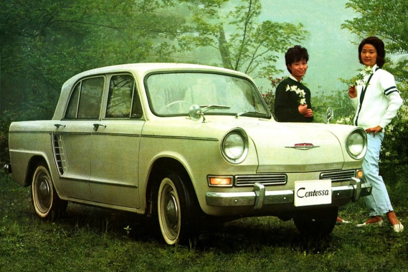 Hino Contessa PC series — еще один компактный заднемоторный седан из Японии, который выпускался в те же годы, что и Mazda. заднемоторная компоновка, седан