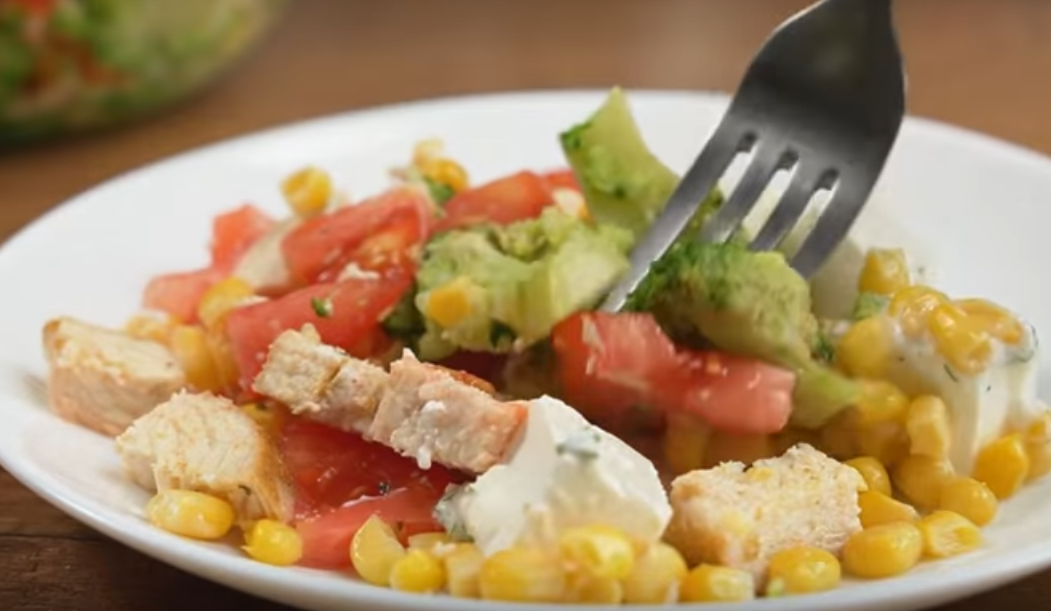 Вкусный и сытный салат на каждый день