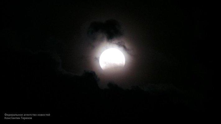 В Сети появилось видео, как в над Москвой взошла «Кровавая Луна»