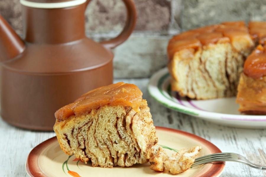 Пирог-синнабон с карамелизированными яблоками еда,пища,рецепты, выпечка