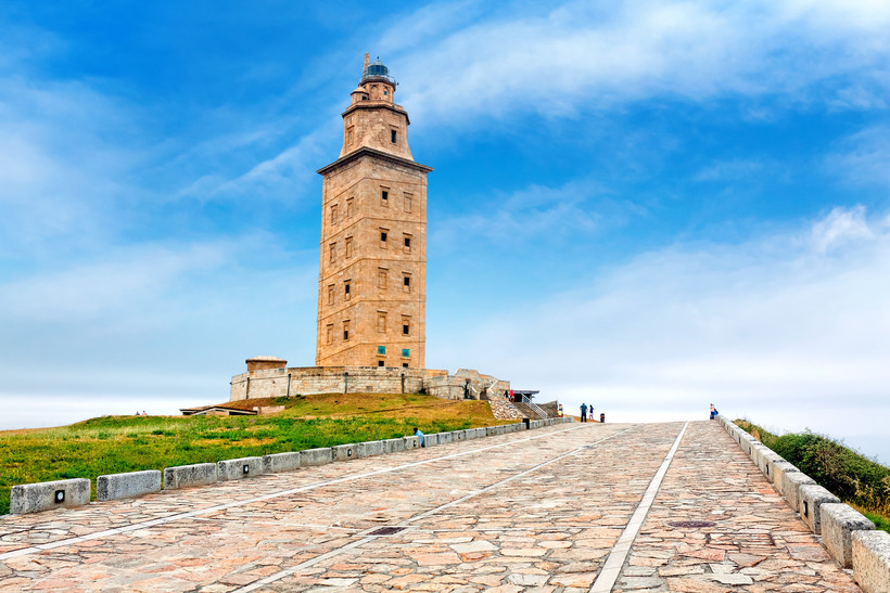 Башня Геркулеса — самый старый действующий маяк в мире, построенный еще римлянами