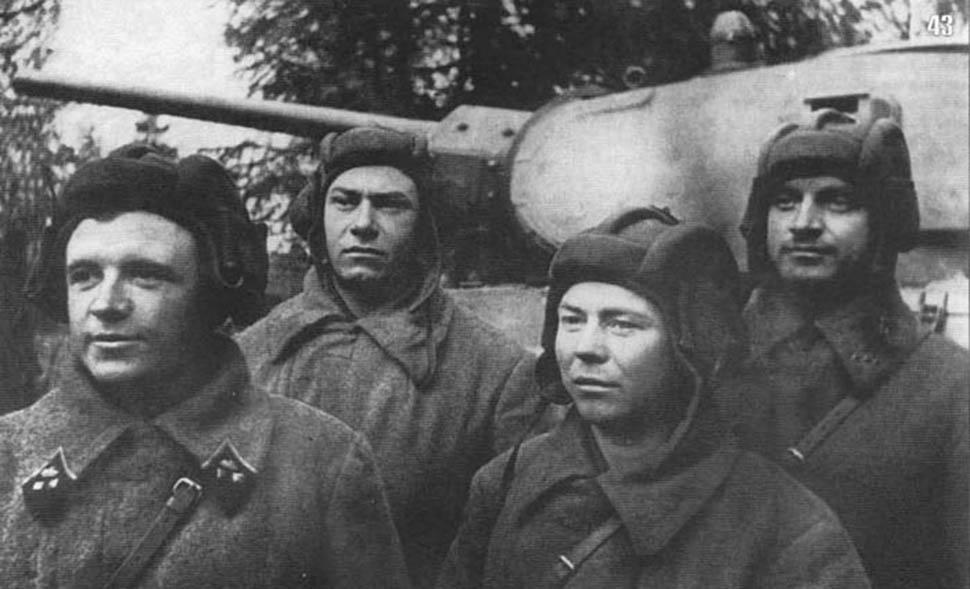 Старики идут в бой не одни: герои войны и их боевые машины