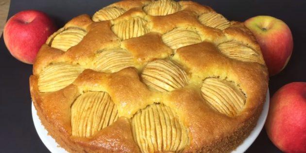 Оригинальный воздушный пирог с яблоками