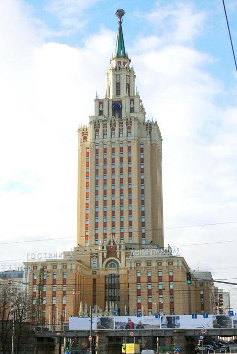Самая «миниатюрная» высотка, отель «Hilton Ленинградская»