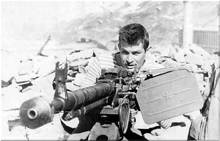 Апрель 1985. Двенадцать советских воинов против стократно превосходящих сил противника Афганистан,история,Мужское,оружие,СССР
