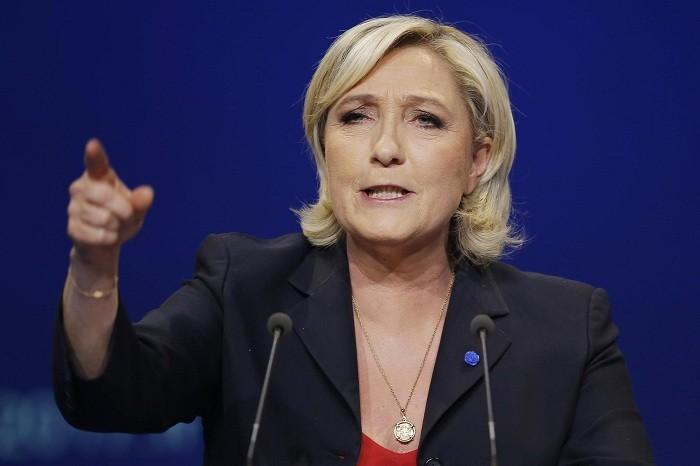 Ле Пен шлет к черту политику Меркель