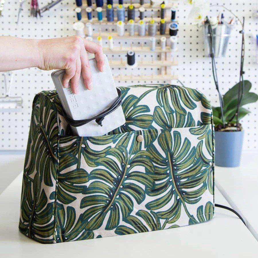 Идея: чехол с большими карманами для швейной машины