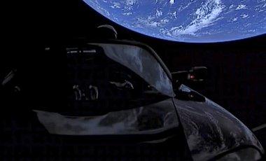 Авто Маска в космосе набрало скорость для выхода за орбиту Марса