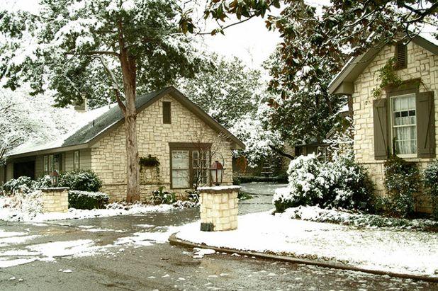 Классический Фасад дома by Todd Bonneau Homes