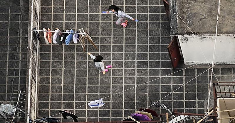 Француз подглядывает за жителями Гонконга на крышах небоскребов