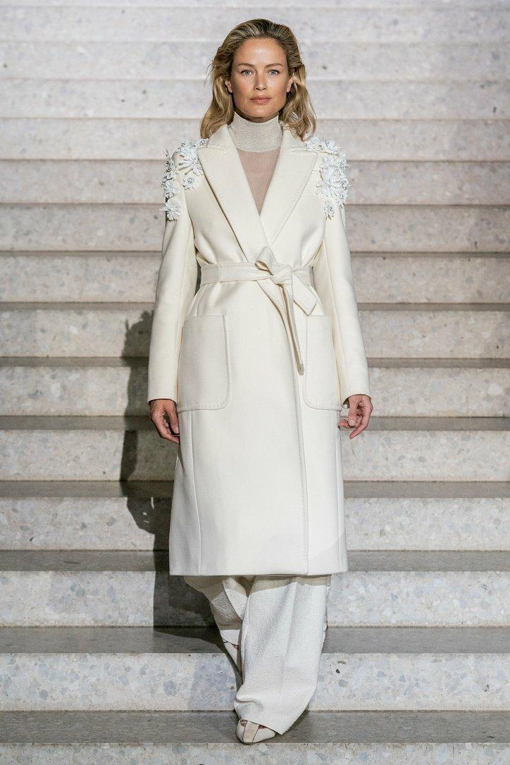Белый цвет, грация и элегантность в круизной коллекции Max Mara 2020