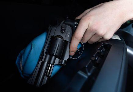 Водитель Хаммера обстрелял гаишников и скрылся