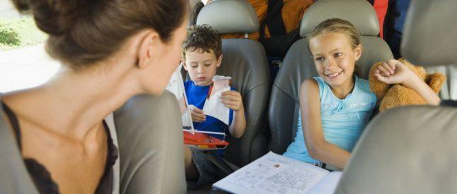 Ребенка укачивает в машине: что с этим делать?