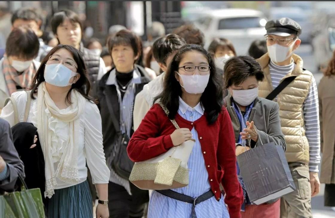 В Шанхае провели флешмоб «Поцелуй спасения» китай,коронавирус,юмор