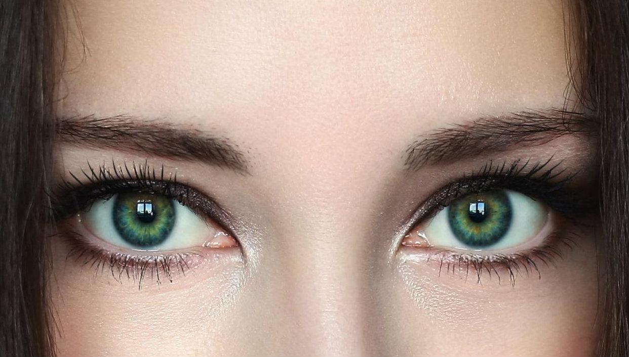 надо зеленые линзы на карих глазах фото идея