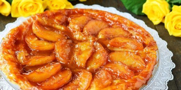 Перевёрнутый слоёный пирог с карамелизированными яблоками