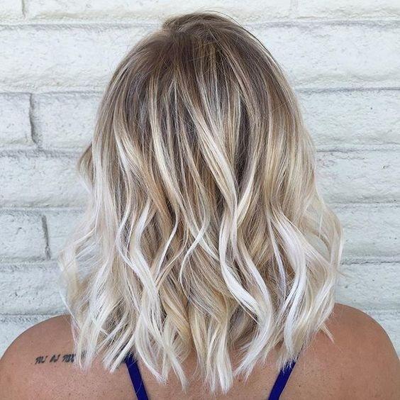 Окрашивание в техник смоки-блонд -тренд, который покорил сердца девушек