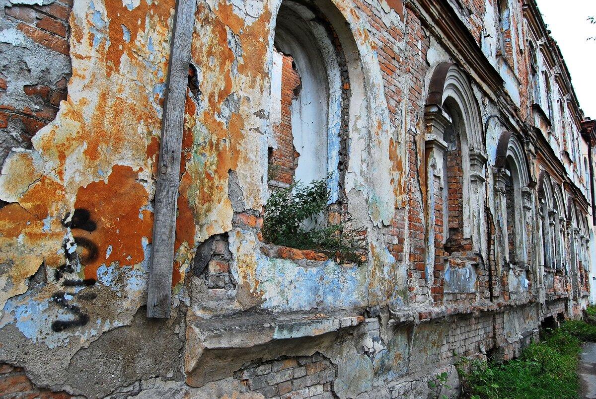 Почему одни старинные дома даже немцы не могли взорвать. А другие рассыпаются на глазах? ремонт и строительство