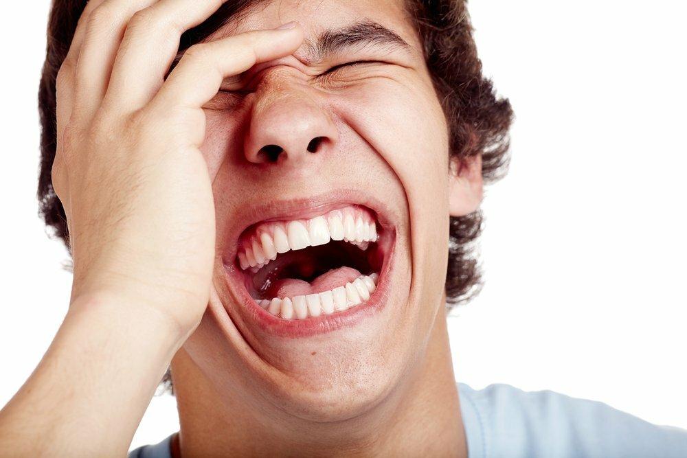 смеющийся человек фото что