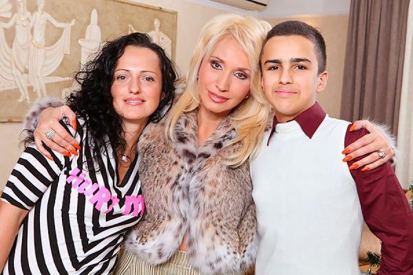Дочь Императрицы российской эстрады — 47-летняя Лала и красавец внук