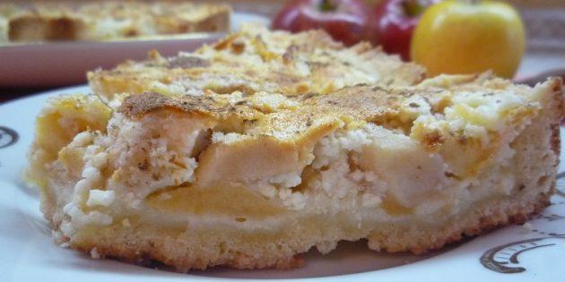 Пирог с яблоками и творожной заливкой