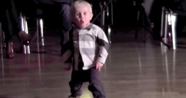 2-х летний танцор собрал на YouTube миллионы просмотров. Уморительный малыш!