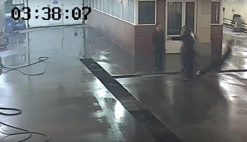 В Подмосковье работника сервиса убили одним ударом за отказ мыть BMW ynews, ПОДМОСКОВЬЕ, автомойка, видео, новости, происшествие, ссора