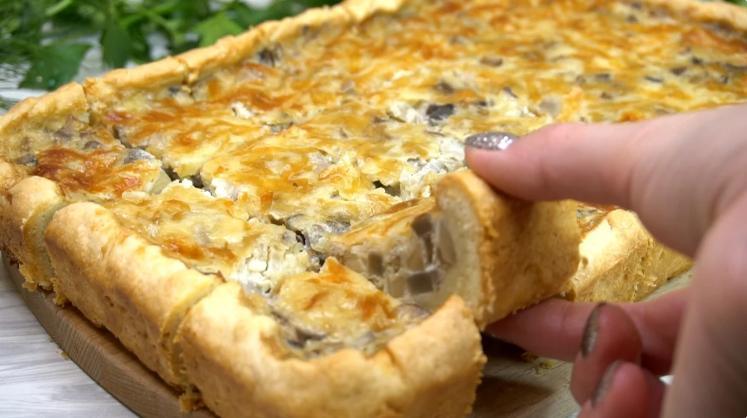 Потрясающий закусочный пирог с грибами, без которого у нас не проходит ни одно застолье